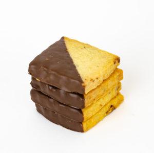 Petit Lu à la pistache  trempé dans le chocolat